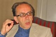 """Kadare merr titullin """"Komandant"""" nga presidenti francez në 'Élysée'"""