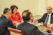 Jahjaga pret sot në takim liderët politikë
