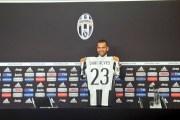 Juventus prezanton Alvesin