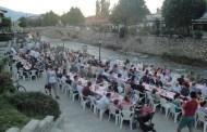 Shqiptarët dhe boshnjakët shtruan iftar të përbashkët në Prizren