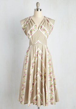 Spring Trends - Beauty at the Bungalow Dress in Meadow