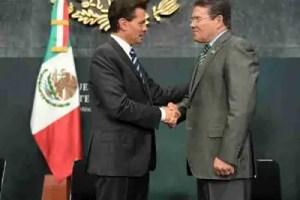 El Presidente de México Enrique Peña Nieto y el dirigente del SNTE, Juan Díaz de la Torre