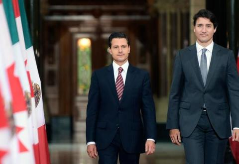 #VIDEO ¡Asesino, asesino! le gritan a Peña Nieto en Canadá