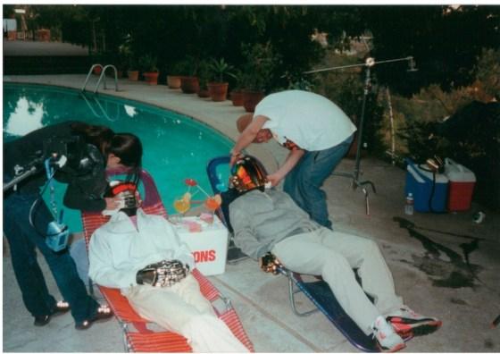 Haut les masques : Daft Punk lors d'une séance photo à Los Angeles à la veille de la sortie de Discovery (2000)