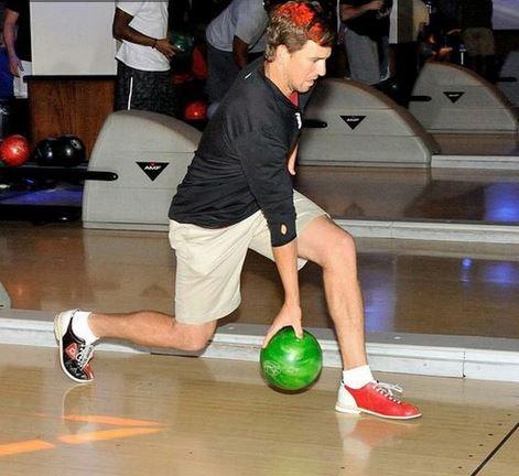 Eli-Manning-Bowling
