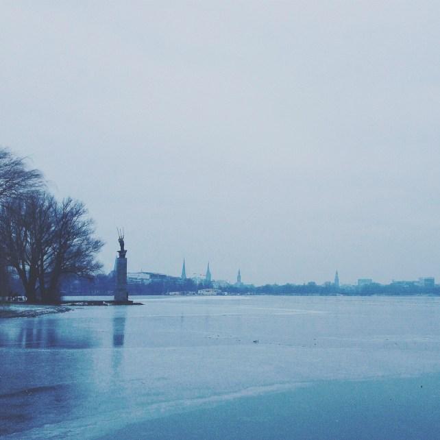 eisiges Hamburg an der Alster