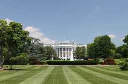 2560px-White_House_lawn