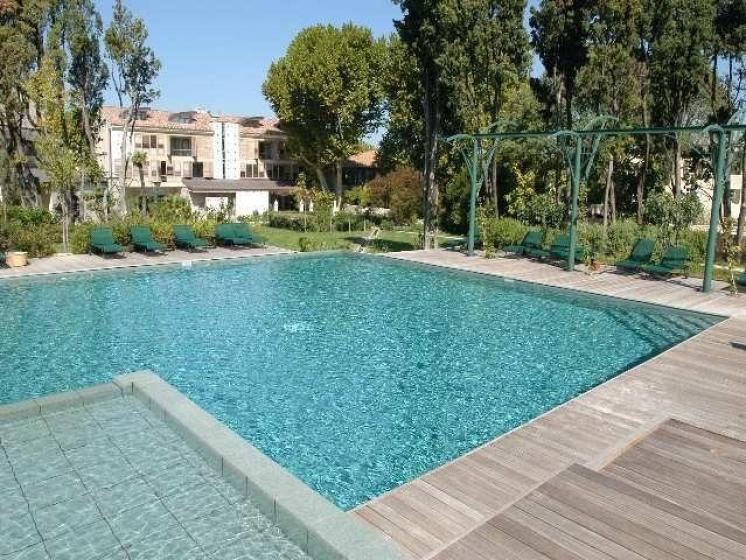 Hotel Les Ateliers de L'Image Saint Remy Luxury - magical garden in centre of village