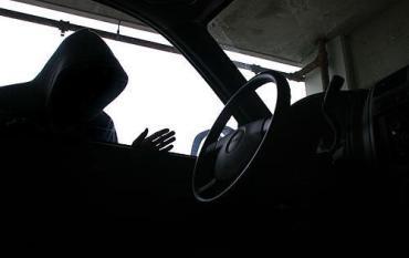 За ніч у Тернополі невідомі обікрали чотири автівки