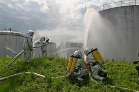 Тернопільські рятувальники тренувались гасити пожежу на нафтобазі