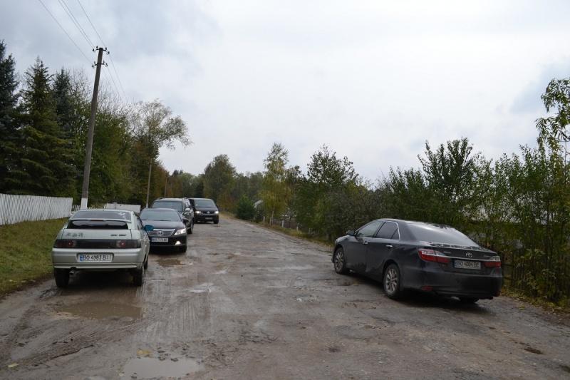 По селу Сураж дороги не зробили