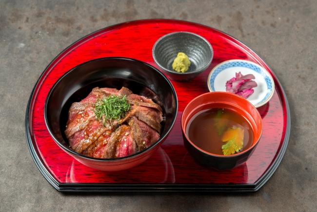 「ステーキ丼」:1,186円(+税)