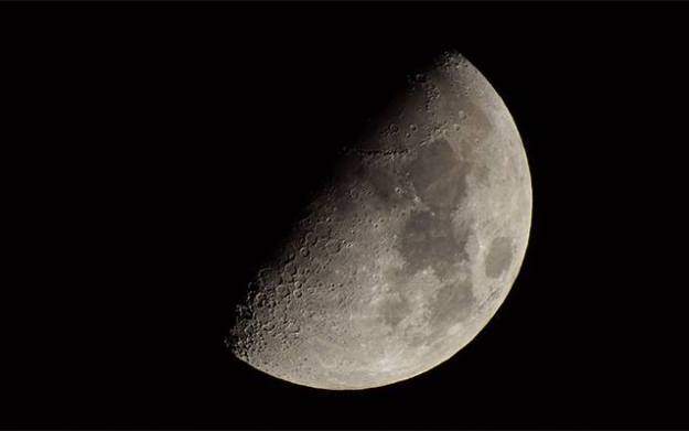スマホで撮った月の写真