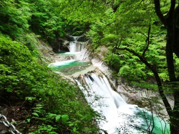 国内屈指の渓谷美を誇る景勝地「西沢渓谷」の七ツ釜五段の滝