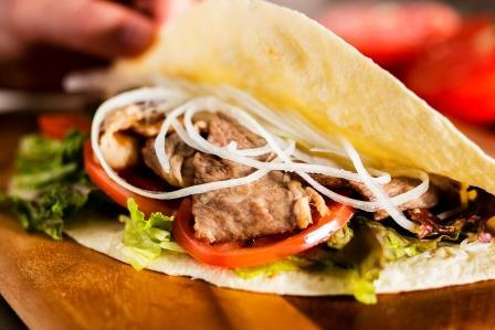 ライブキッチン:カルネ・アサダ・タコス(牛肉とライムのタコス イメージ)