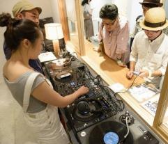 イベントBGMを担当するレコード部は体験入部も可能。音響技術者の部員によるスピーカーの選び方講座も開催
