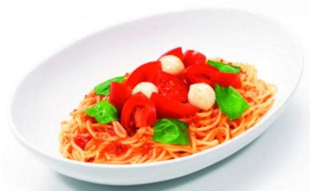 トマトとモッツァレラのサラダパスタ (Pasta House JINJIN)