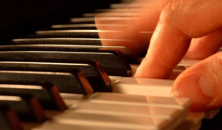 Koncert pianistow i gitarzystów