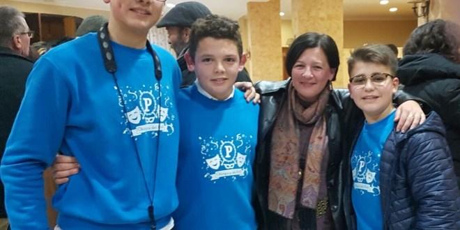 Nuestra alcaldesa apoyando a la Chirigota juvenil del Puli
