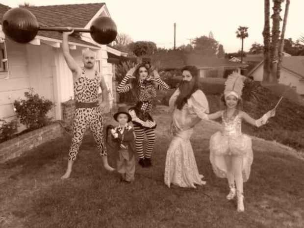 57fcbff9cf12a - This Family Makes Matching Halloween Costumes Every Year And It's Unbelievably Awesome