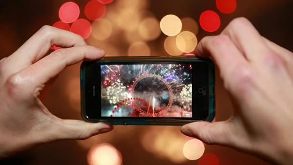 150327205641_smartphone_video_fireworks_640x360_pa_nocredit