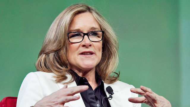 3019991-poster-p-1-apples-new-consumer-experience-chief-angela-ahrendts-on-the-future-of-retail_0