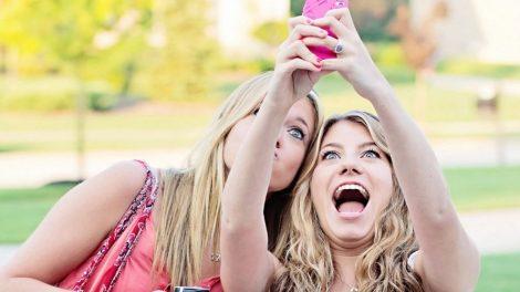 snapchat-women-selfies-user-customers-consumers-marketing
