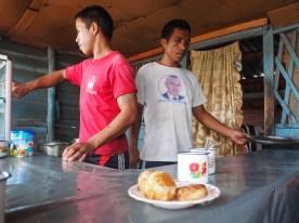 Dorf nahe Mororndava, Frühstück unterwegs