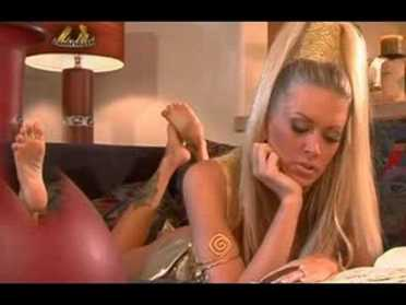 Jenna Jameson feet soles pose