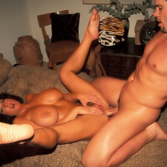 Holly-Body-feet
