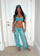 kim-kardashian-halloween-costume-as-jasmine