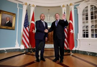 U.S. Secretary of State Mike Pompeo (R) shakes hands with Turkey's Foreign Minister Mevlut Cavusoglu before their meeting at the State Department in Washington, U.S., November 20, 2018. REUTERS/Yuri Gripas