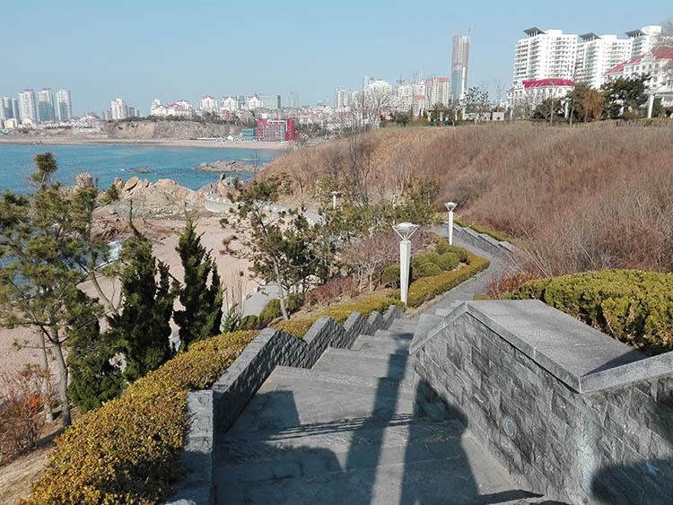 Qingdao, China Yinhai waterfront walk_082518