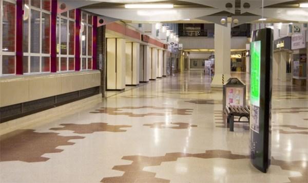 Üres bevásárlóközpont