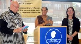 Rente sin costo una tableta en la Biblioteca de Northern Boulevard y la calle 100