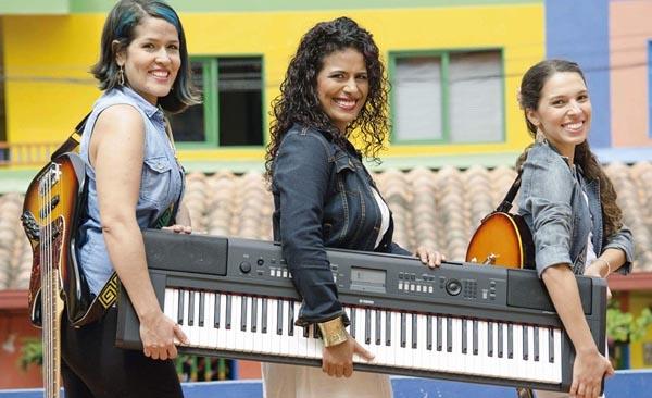 Mujeres con aroma colombiano de la agrupación Tahonnas en Clave