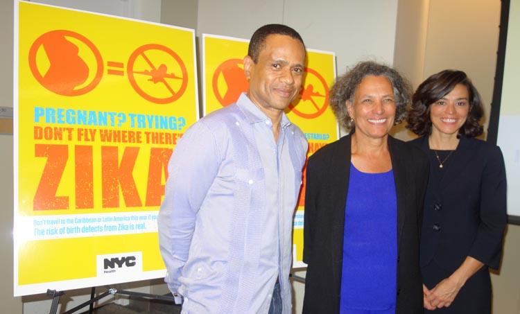 Desde la izquierda, los doctores Juan Tapia Mendoza, Mary T. Bassett y