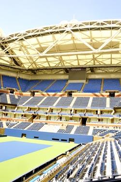 El interior del estadio Arthur Ashe en donde se juega el Abierto de Estados Unidos.