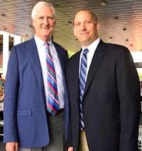 Gordon Smith (izq), director ejecutivo de la Asociación de Tenis de los Estados Unidos y Daniel Zausner, director de operaciones del Centro Nacional de Tenis 'Billie Jean King'.