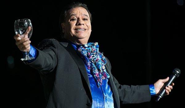 Juan Gabriel muere de infarto a los 66 años