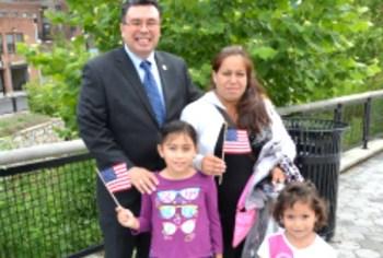 Frank Spotorno y su familia en Queens. Foto cortesía
