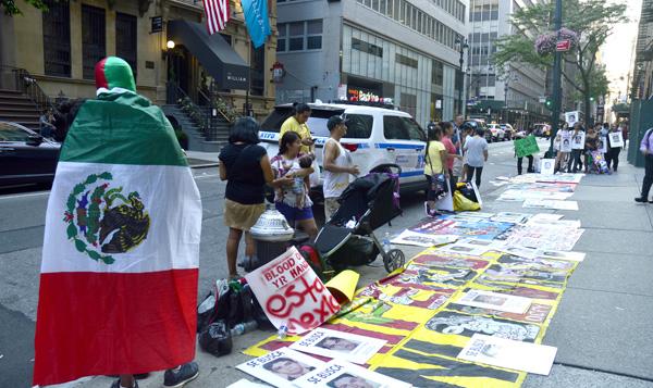 Mexicanos protestan en Nueva York contra su gobierno