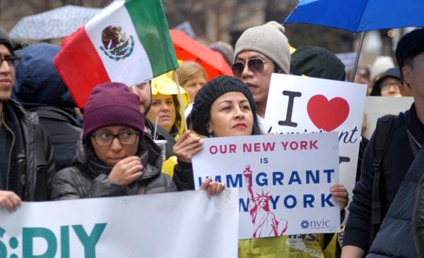 Nueva York defiende a los inmigrantes