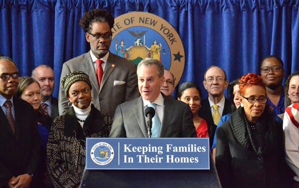 Fiscal Schneiderman anuncia $20 millones más para que familias mantengan su vivienda