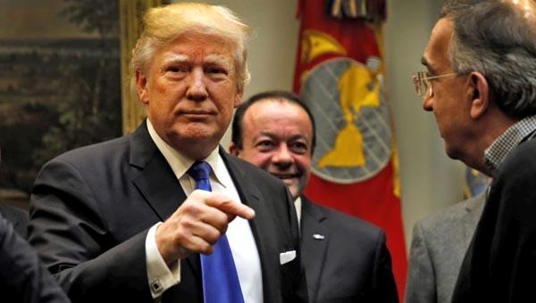 Presidente Trump ordena destruir Ciudades Seguras y construir el muro que 'pagará México' y deja quieto DACA