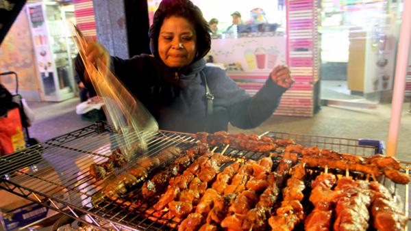 'Nos están llenando de tickets': vendedora Florencia Aca Pérez en La Roosevelt