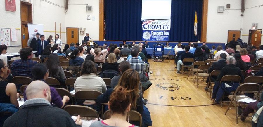 El público que asistió a informarse sobre inmigración a la iglesía Leo de Corona, Queens. Foto Guillermo Mogollán