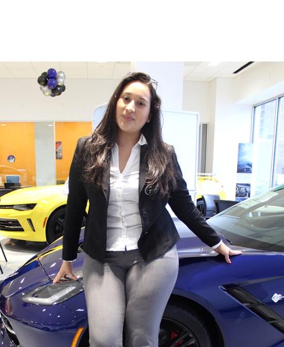 Vendedora de autos Tatiana Cevallos:  'Ser bilingüe me abrió las puertas'