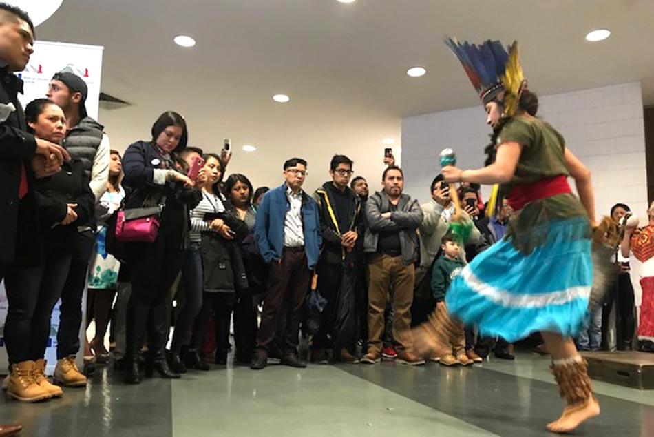 Música jarocha al final de la conferencia en el Lehman College.
