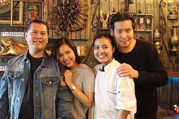 Restaurante tailandés Sompong: arroz frito con piña y chicharrón  ¡Umm!